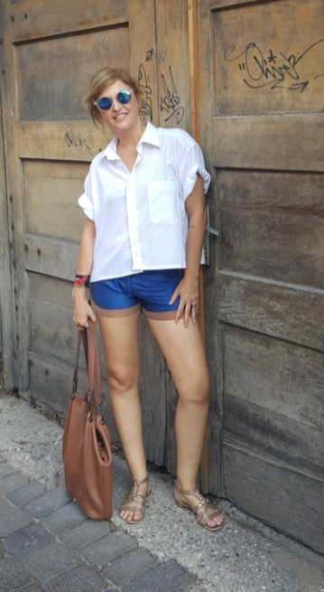 Fernanda Prats - casual style in Praga @pratserie