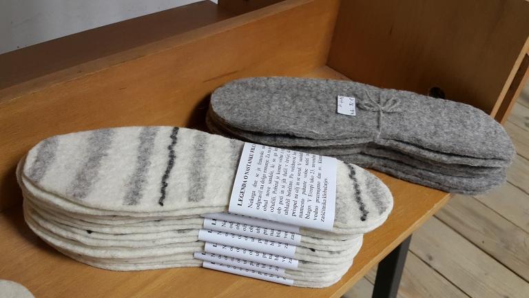 Palmilhas de lã. Achados de Fernanda Prats em Liubliana , Slovênia