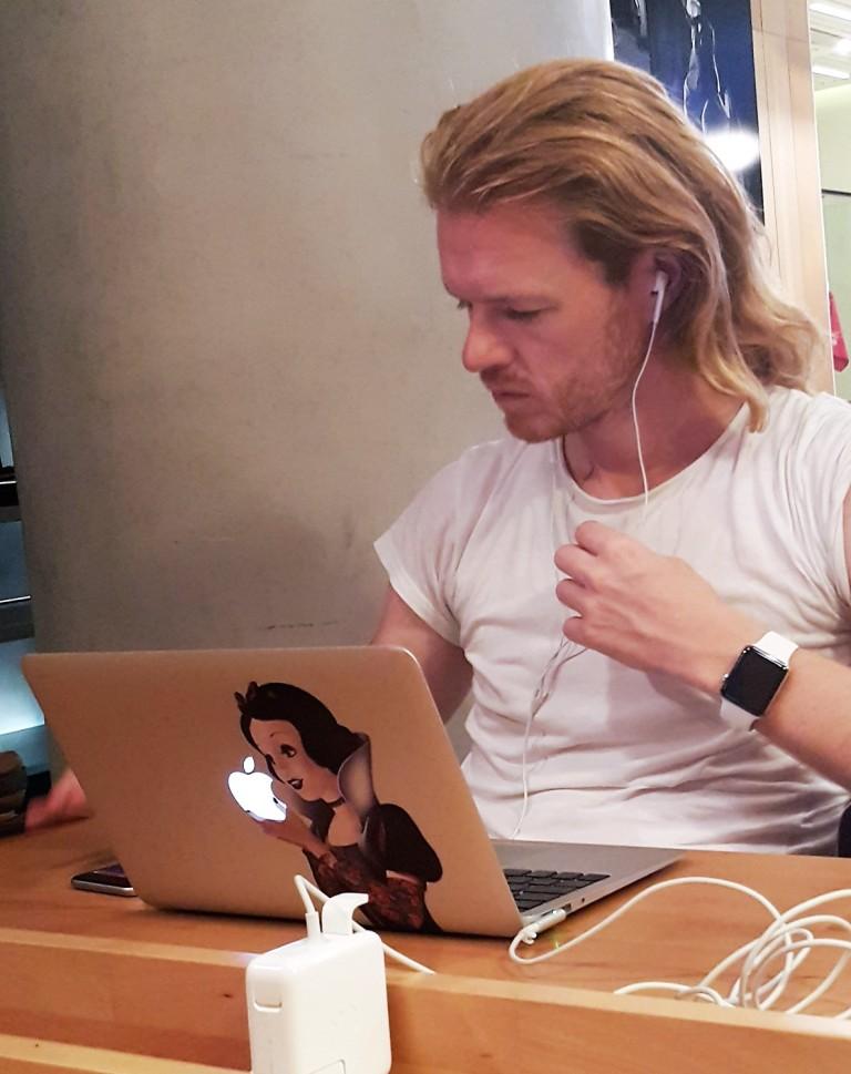 cool digital nomad guy @pratserie