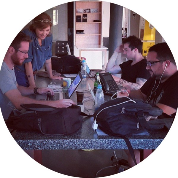 trabalhando em um espaço de co-work @pratserie