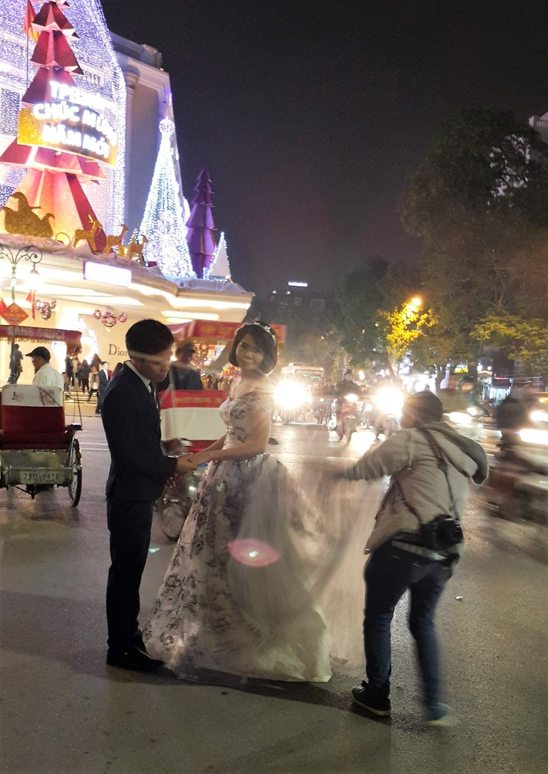 Ensaio fotográfico pré-casamento nas ruas de Hanói