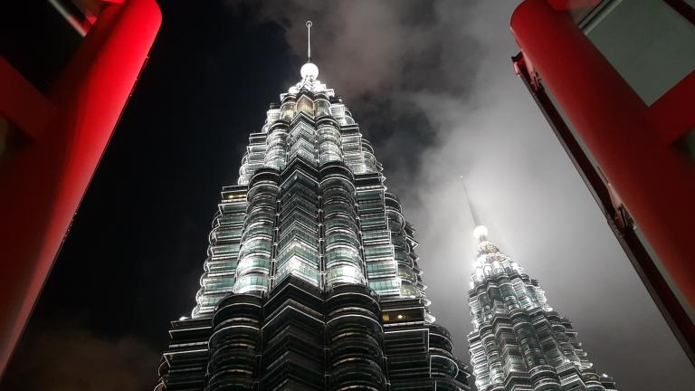 Melhor ponto para avistar as torres Petronas em Kuala Lumpur, Malásia @pratserie