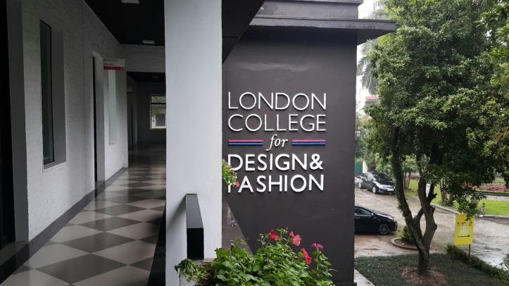 fashion_exchange_by_pratserie.jpg