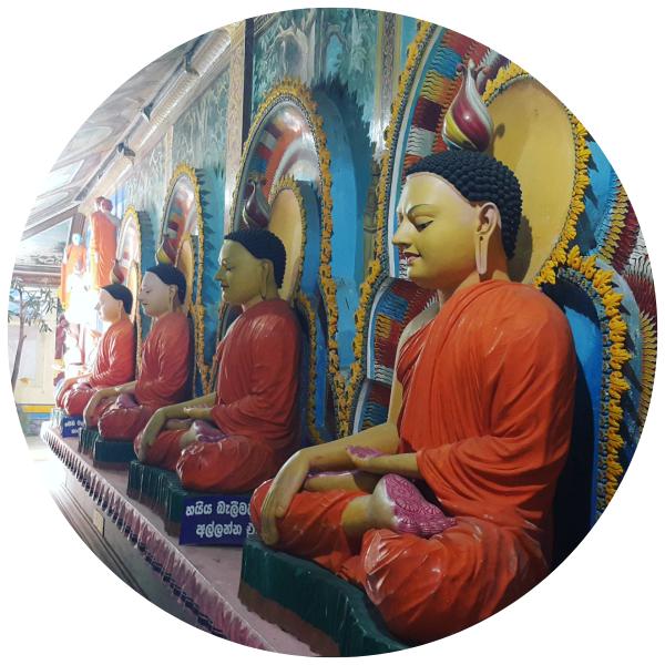 Buddhist-Temple-by-Fernanda-Prats
