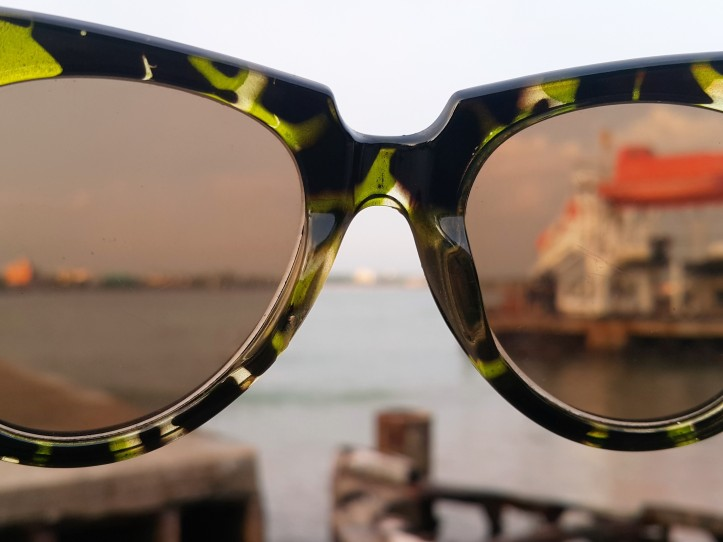 beach_view_sunglasses_by_Fernanda_Prats