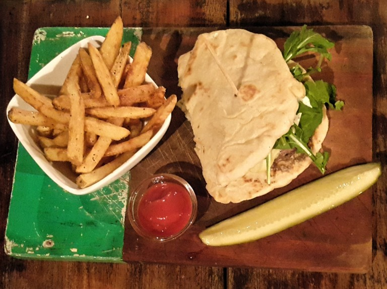 Delivery_ Rustic Burger _Fernanda_Prats.jpg