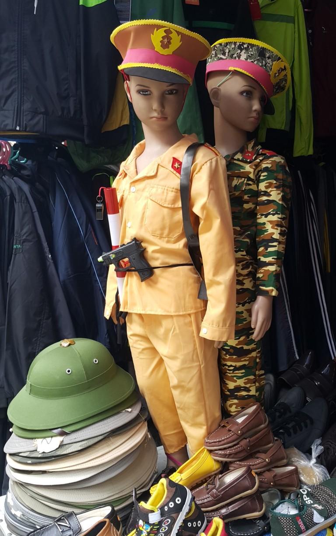 roupa militar infantil no Vietnã @pratserie