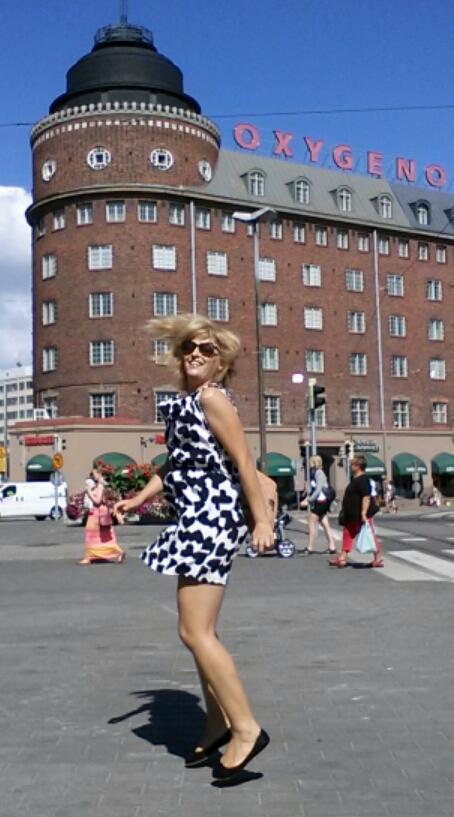 Fernanda Prats jumping selfie in Finland @prtaserie