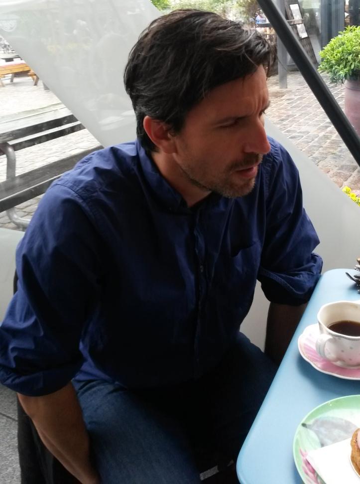 Handsome guy at a cafe - Copenhagen @pratserie