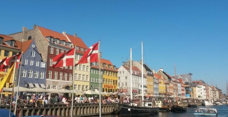 Summerrtime at Nyhavn - Copenhagen @pratserie