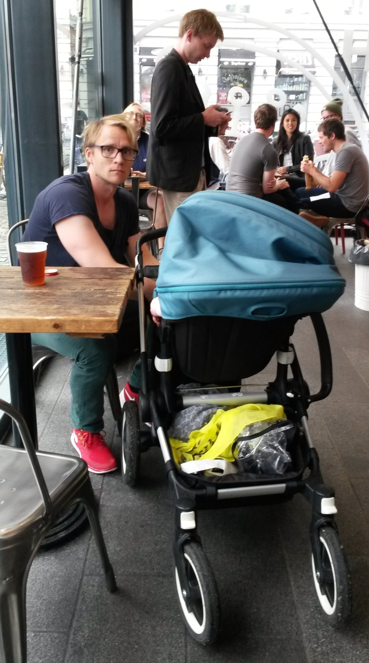 Father and baby at a restaurant- Copenhagen @pratserie