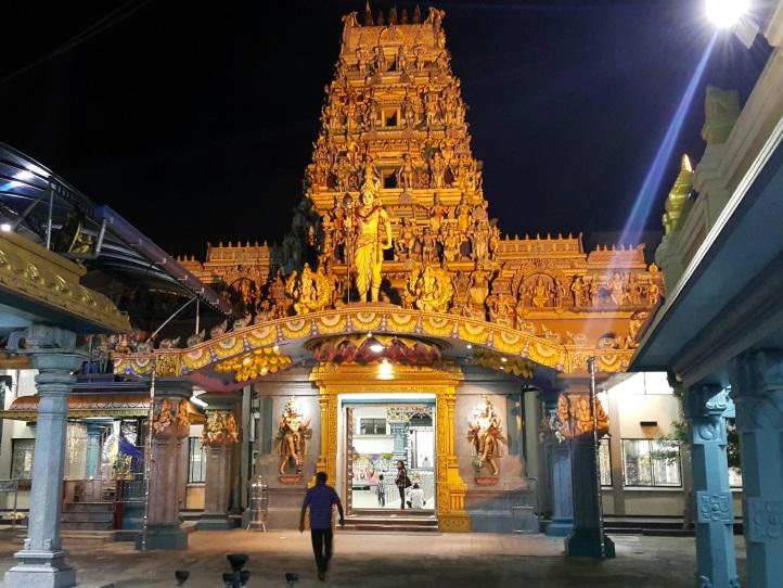 Templo hinduísta à noite
