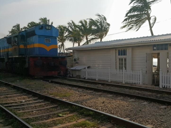 Trem na orla do Sri Lanka