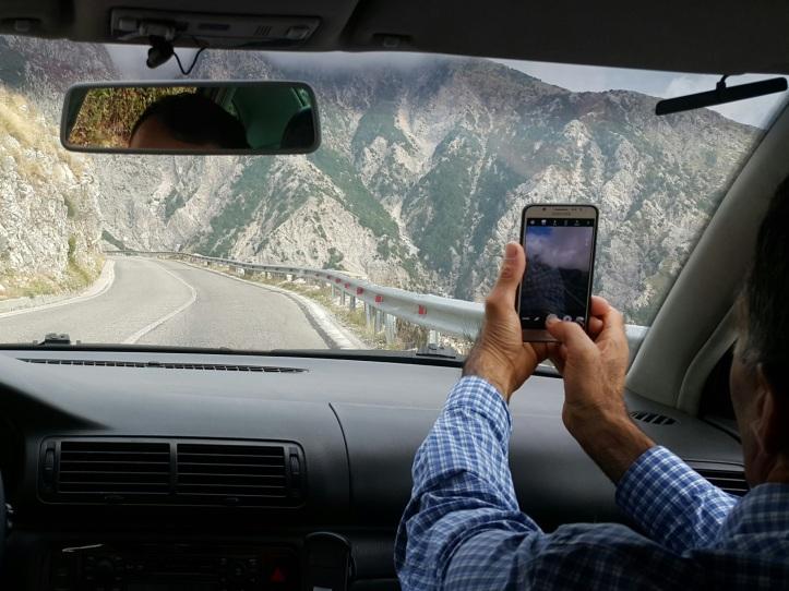 Estrada nas montanhas da Albania