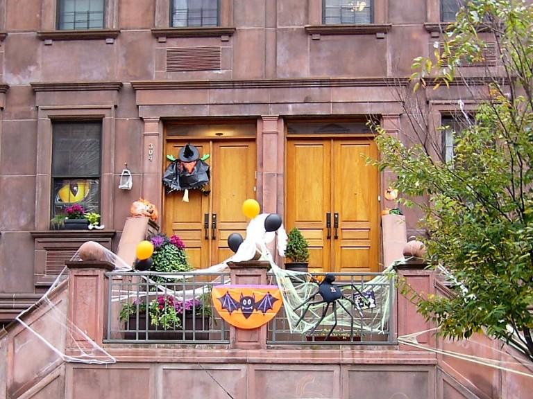 Decoração de Halloween no Harlen, NY