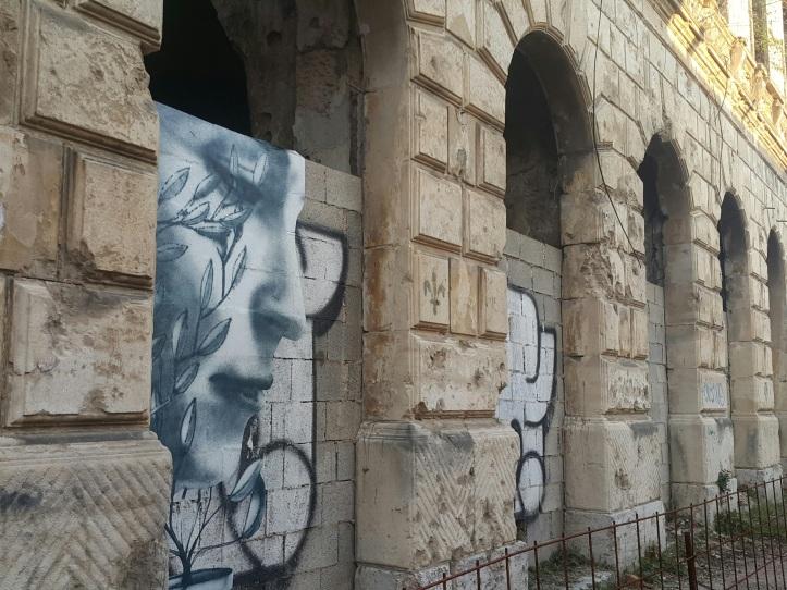 Grafitti num prédio em ruínas - Mostar (Bósnia) @prayserie