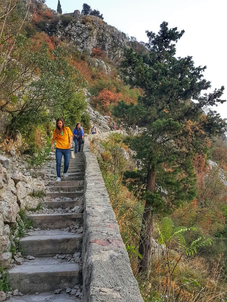 Trilha da Fortaleza de São João em Kotor, Montenegro @pratserie