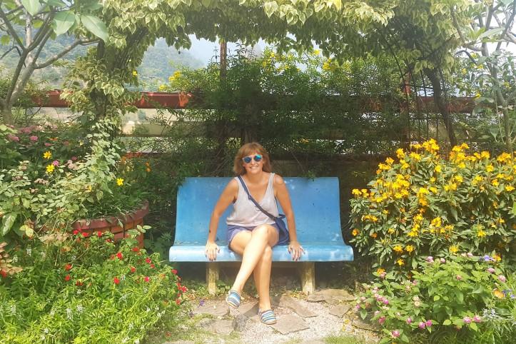 Fernanda Prats in a beautiful garden @prtaserie