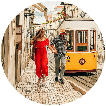 The travel couple from @HappyNomadSouls in Portugal